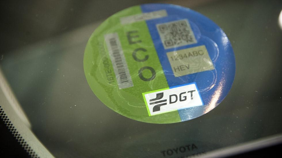 article-dgt-envia-etiquetas-eco-coches-limpios-577b9694c0e58